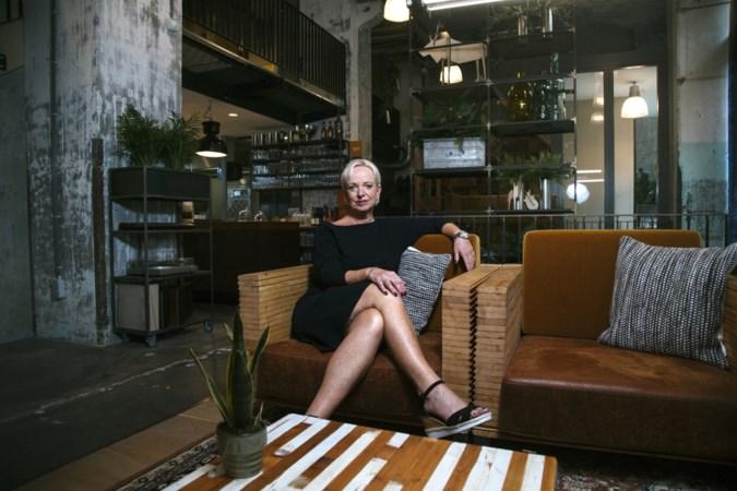 In De Ruimte in Maastricht geeft SNS-bank - met brasserie - de bezoeker een huiskamergevoel