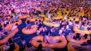 Opmerkelijke foto's van groot zwemfeest in Wuhan
