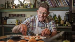 Gepensioneerd huisarts Joep Jansma uit Velden herstelde van corona en kookt nu in een restaurant
