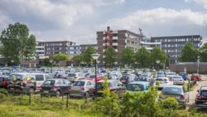 Personeel van ziekenhuis VieCuri neemt parkeerplek in van patiënt en bezoeker