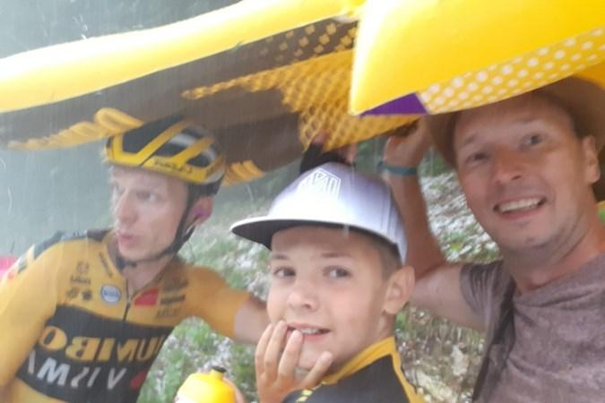 Sem (10) uit Sittard laat wielerheld Tony Martin schuilen tijdens enorme hagelbui