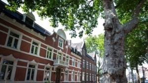 Trouwzaal is de parel van het statige gemeentehuis in Beek