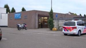 Jongen (17) opgepakt voor gewelddadige overval op supermarkt in Elsloo