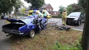 Video: Twee gewonden bij ongeluk met oldtimer in Heythuysen