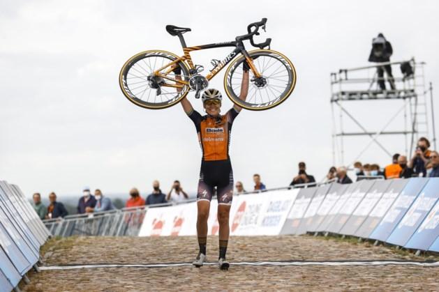 Van der Breggen klopt topfavoriete Van Vleuten en pakt eerste nationale titel op de weg