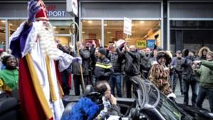 Demonstratie tegen Zwarte Piet bij gemeentehuis Heerlen in september