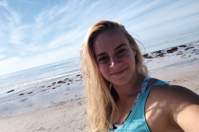 Jolien zei regenachtig Maastricht vaarwel en peddelsurft nu met dolfijnen in Australië