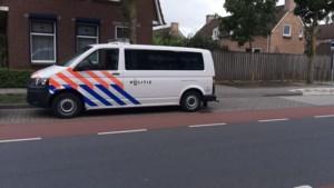 Twee mannen overvallen vrouw in haar woning, buurtbewoner schiet te hulp