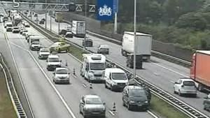 Tientallen kilometers file op Limburgse snelwegen door ongeluk en technische problemen