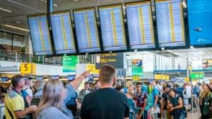 Schiphol schrijft dieprode cijfers door crisis en schrapt honderden banen