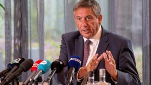 Vlaamse premier Jambon in het nauw door dood arrestant: beelden schokken België
