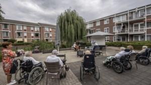 Poëzie en muziek nemen ouderen uit Oosterbeemd mee terug naar de tijd van hun jeugd