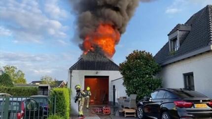 Uitslaande brand in garage in Weert: flinke rookontwikkeling
