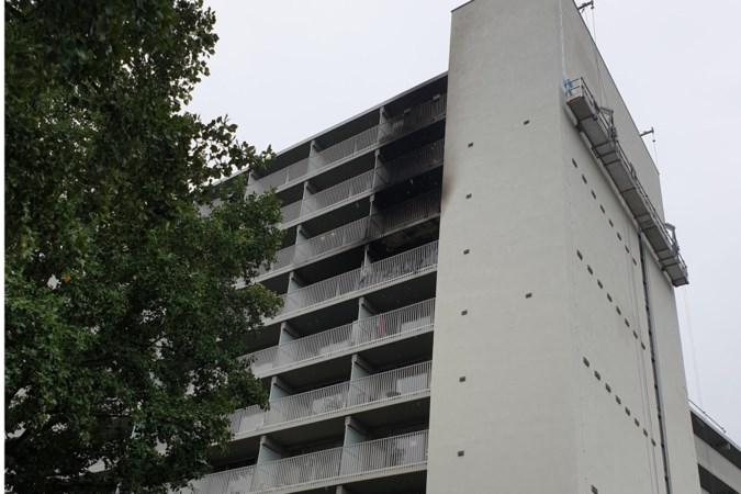 Bewoners geëvacueerd na hernieuwde brand in nachtelijke uren in Van Goyenflat in Geleen-Zuid