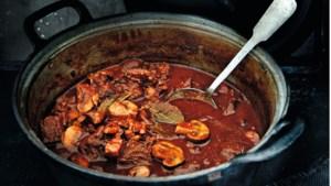 Recept: Stoofvlees met spek, rode wijn en… chocolade