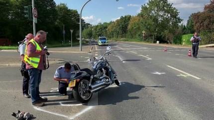 Motorrijder uit Sint Odiliënberg gewond bij ongeluk in Wassenberg, veroorzaker rijdt door