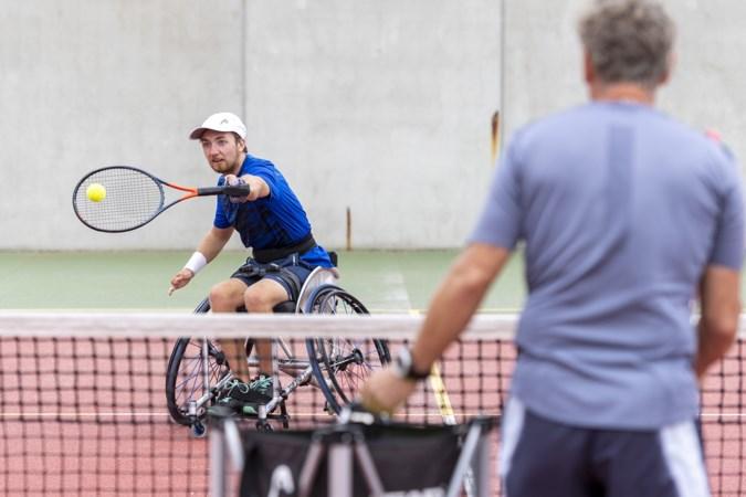Twee jaar geleden kon Sam Schröder nog geen tien minuten tennissen, nu staat hij op de US Open