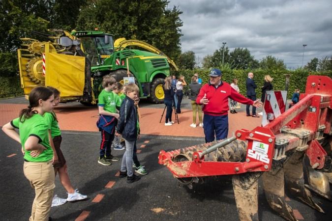 Campagne 'Boerenverstand in het verkeer': grote tractoren, smalle wegen en druk verkeer, een gevaarlijke combinatie