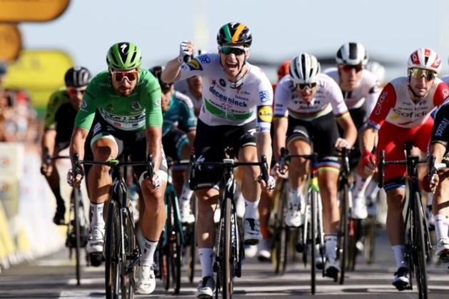 Bennett wint nerveuze Tour-etappe en neemt groen over van Sagan