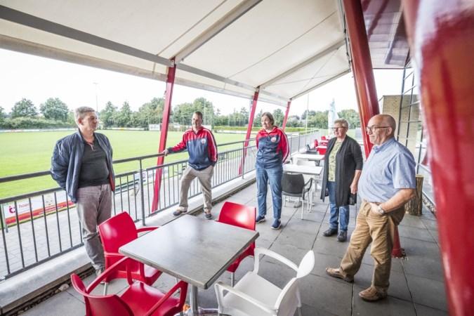 De knuffelaars van het G-team in Maasbree moeten nog even wachten op het jubileumfeest
