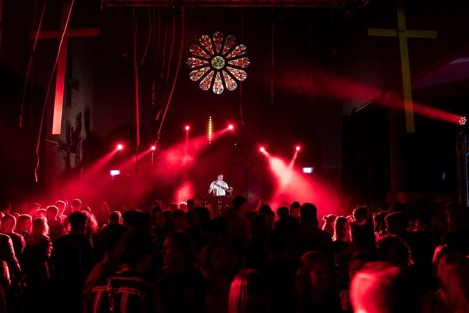 Maandelijks een coronaproof sterrendiner in de voormalige kerk van Sanderbout als alternatief voor afgeblazen evenementen