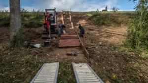 Trap laat pad langs Julianakanaal aansluiten op wandelroutes door het bos