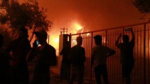 13.000 vluchtelingen op straat na verwoestende brand in kamp op Lesbos: 'De nachtmerrie is compleet'
