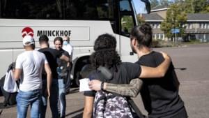 Laatste asielzoekers verlaten Weert: 'Graag ga ik hier niet weg, maar ik moet gaan waar ze mij naartoe sturen'