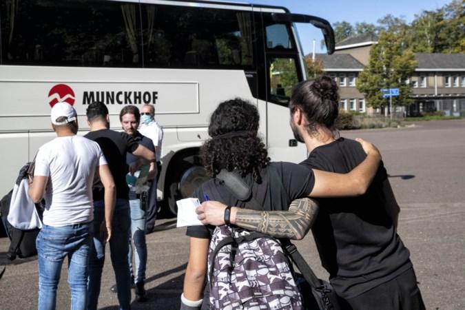 De laatste asielzoekers verlaten Weert: 'Graag ga ik hier niet weg, maar ik moet gaan waar ze mij naartoe sturen'