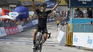 Dubbelslag Simon Yates in bergrit Tirreno; Teunissen in groep op bijna twintig minuten