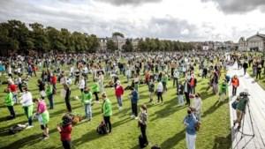 Honderden betogen op Museumplein voor vluchtelingen Moria