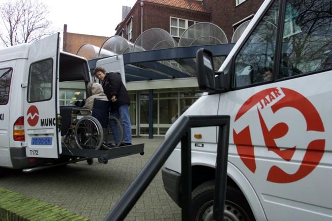 Gebrek aan taxichauffeurs: Munckhof in Horst verliest klus