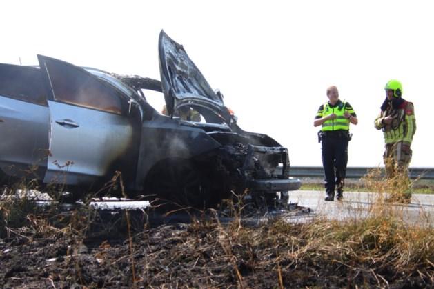 Auto volledig uitgebrand op A73