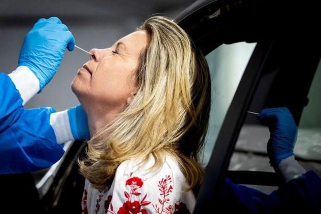 Veel meer besmettingen, ook onder zeventigplussers, aantal ziekenhuisopnames weer hoger