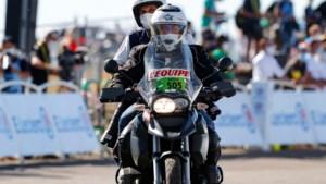 Jos Hayen is motard in 'vreemde' Tour: 'In plaats van praatje met Dumoulin nu een knipoog'
