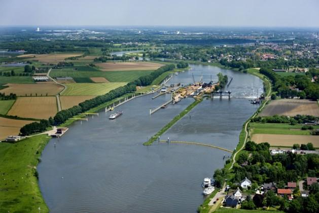 Lage waterstand van de Maas: lange wachttijden bij sluizen verwacht