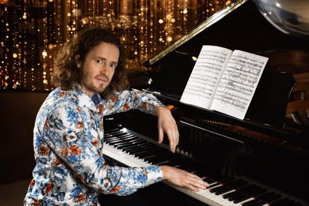 Zanger-pianist Roon Staal verzorgt concert in Protestants Kerkje in Stevensweert