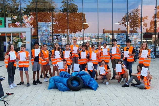 Leerlingen Philips van Horne steken handen uit de mouwen voor schone schoolomgeving