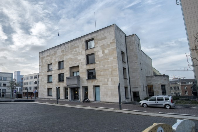 Renovatie van Heerlens stadhuis begint eerder; publieksbalie gaat tijdelijk naar Theater Heerlen