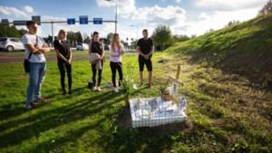 Vrienden en familie van verongelukte Patryk bezoeken elke twee weken monument langs A76: 'Ik mis alles aan hem'