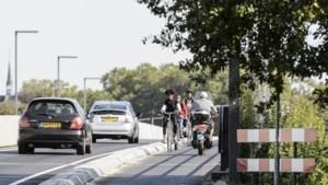 Provincie gaat gevaarlijke fietspaden Maasbrug Roermond aanpakken
