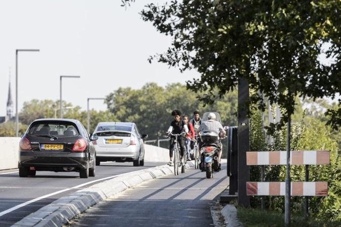 Fietsersbond trekt aan de bel na herinrichting brug Roermond: 'Ouders durven er niet meer met hun kinderen overheen'