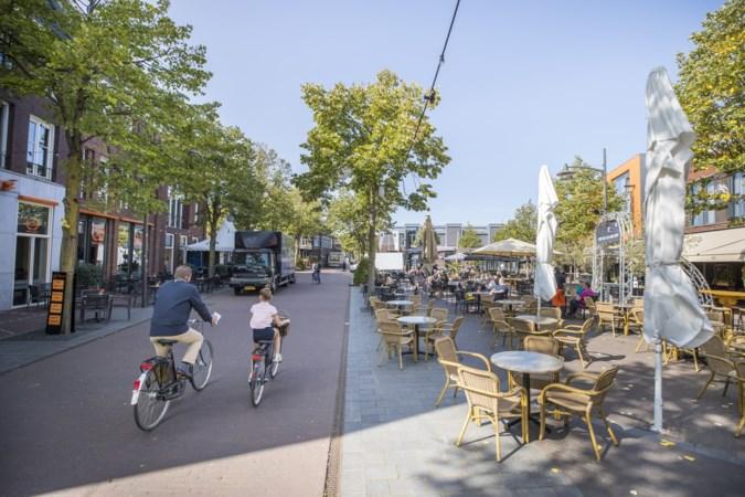IJsbaan en overdekt terras op Wilhelminaplein in Horst
