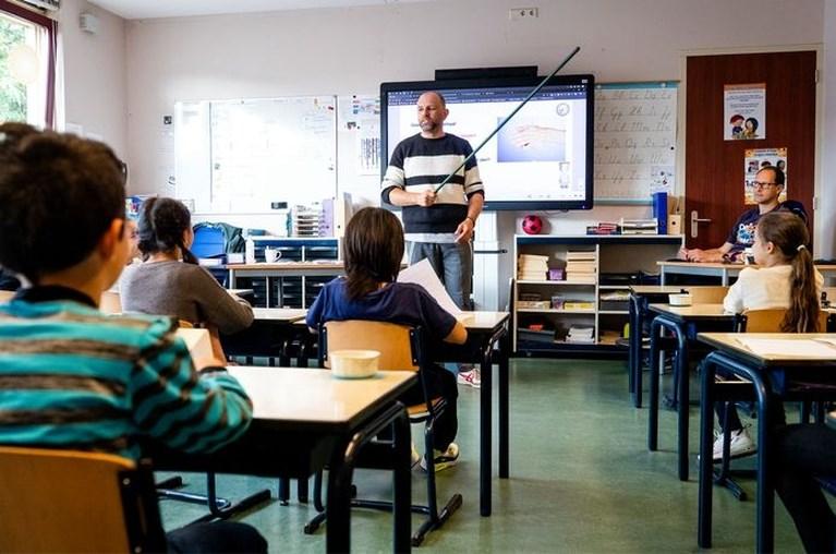 Tien procent van de middelbare scholieren zit door coronamaatregelen noodgedwongen thuis