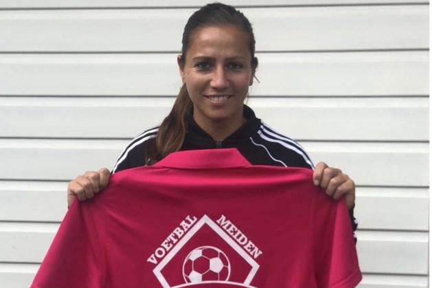 Maastrichtse Ajax-speelster Vanity Lewerissa helpt VoetbalMeiden als nieuwe ambassadeur