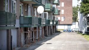 Balkons met betonrot van 24 woningen in Bleijerheide-Kerkrade worden uit voorzorg met stutten beveiligd