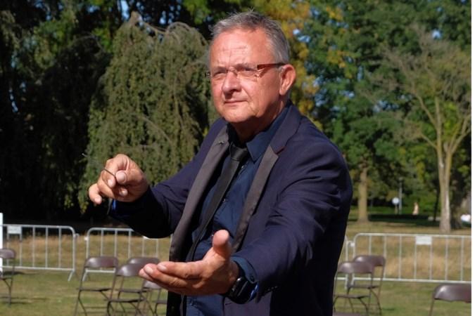 Tjeu Snoek staat al 25 jaar op de bok voor Harmonie Sint Antonius uit Weert; een dirigent met hart voor de muzikant