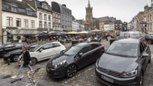 Parkeerplaatsen op Markt Roermond gaan weg