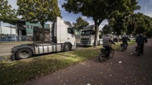 Chauffeurs die in hun cabine leven: je ruikt de uitwerpselen als je door de straat fietst
