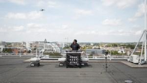 Limburgse deejays helpen andere artiesten aan coronaproof optredens in kastelen en op daken